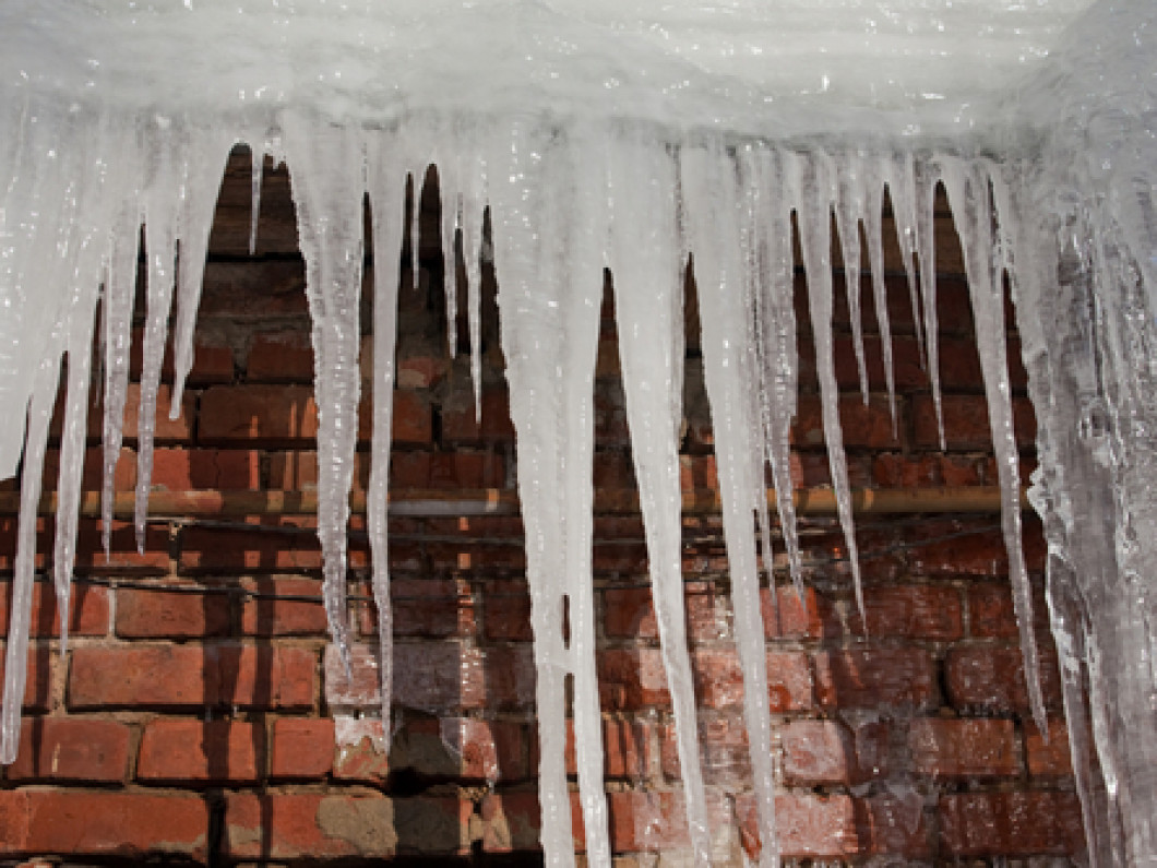 DON'T RISK YOUR SAFETY - CALL BOZEMAN HANDYMAN TO REMOVE DANGEROUS ICE DAMS
